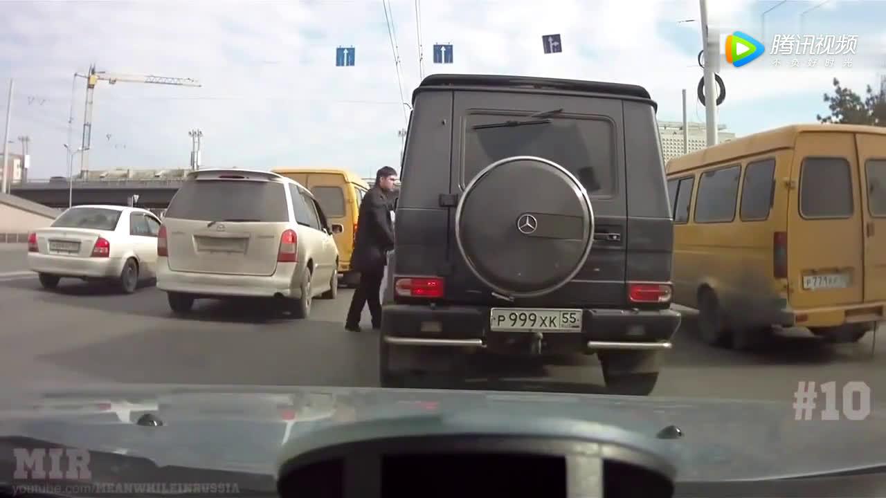 管你开的奔驰还是宝马?路怒族下车就是干!  