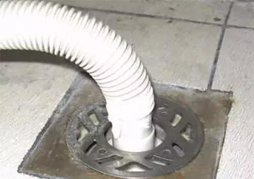 洗衣机管子要不要直接插入地漏?