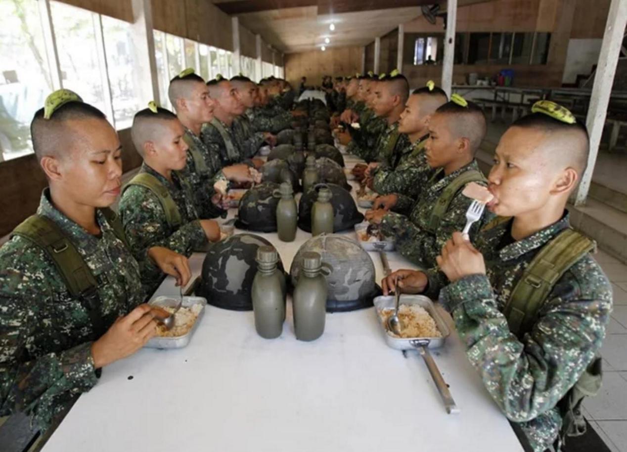 淘宝免费模板 > 美国女兵_美国女大豪兵  大量女兵投入到部队虽然能为图片