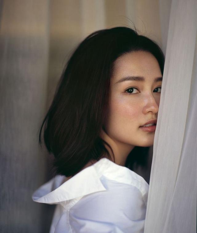 """李沁换新发型,剪齐肩短发搭配""""晒伤妆"""",美成了""""初恋""""!图片"""