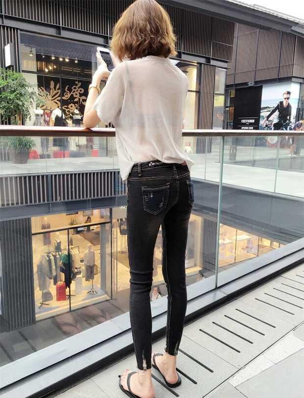 大长腿模特与高跟鞋牛仔裤完美搭配出迷人小蛮腰 图片来源于网络,如有