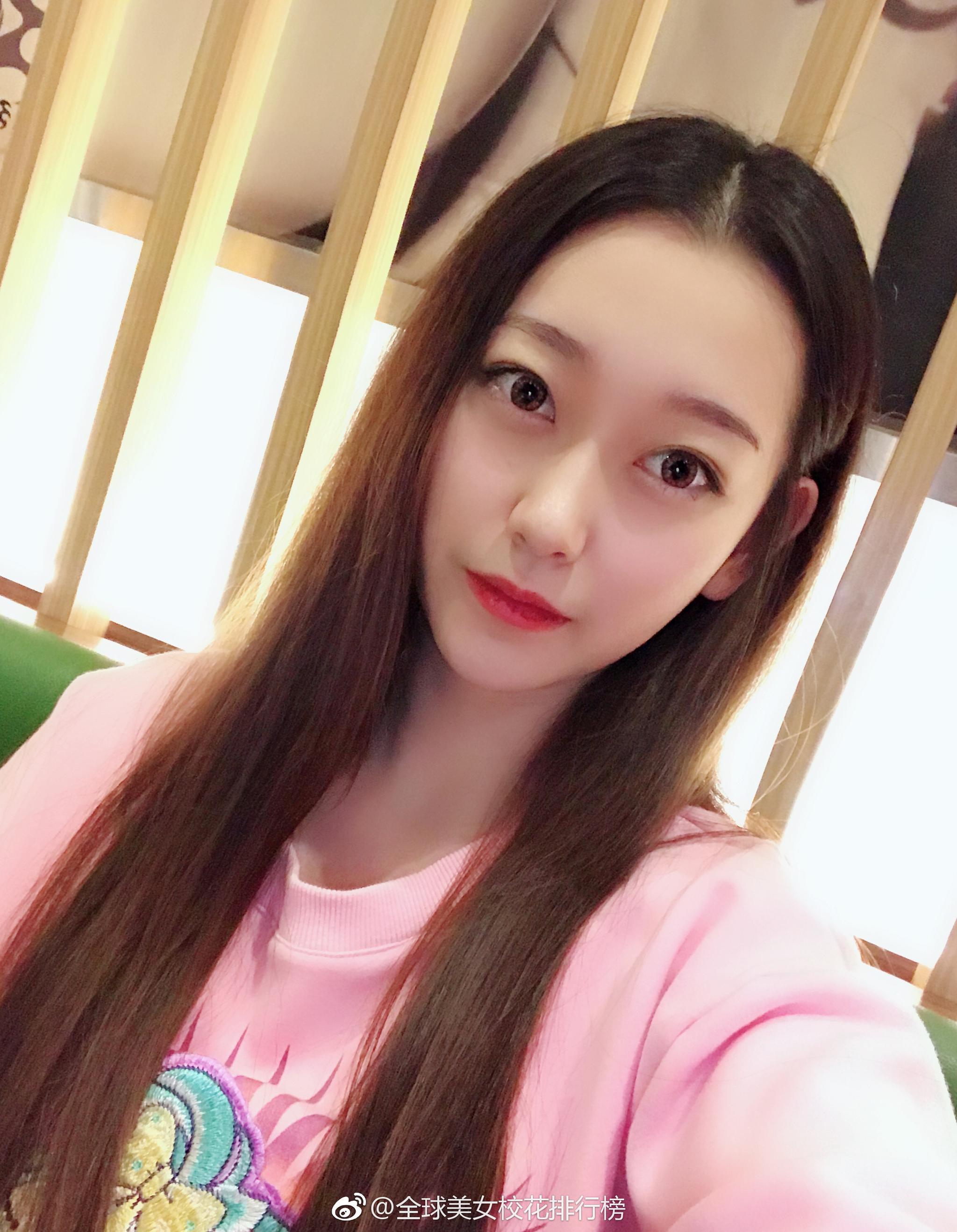 美女校花 北京城市学院 李雨佳 18岁 身高165cm 体重100斤 喜欢跳舞