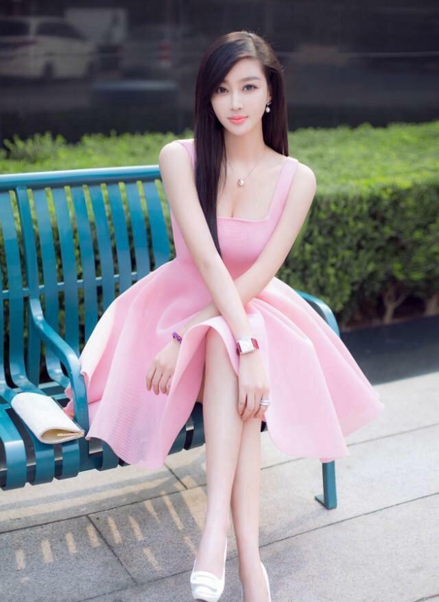 炎炎裙子已过,步入凉凉秋日,但穿美女的美女依班主任夏日微盘图片