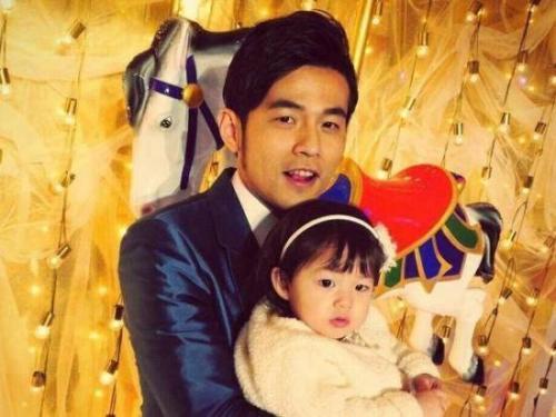 昆凌3岁女儿成摄影师,为妈妈拍摄酷炫美照
