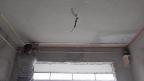 客厅二级吊顶边吊加灯带,两个木工一天轻松搞定