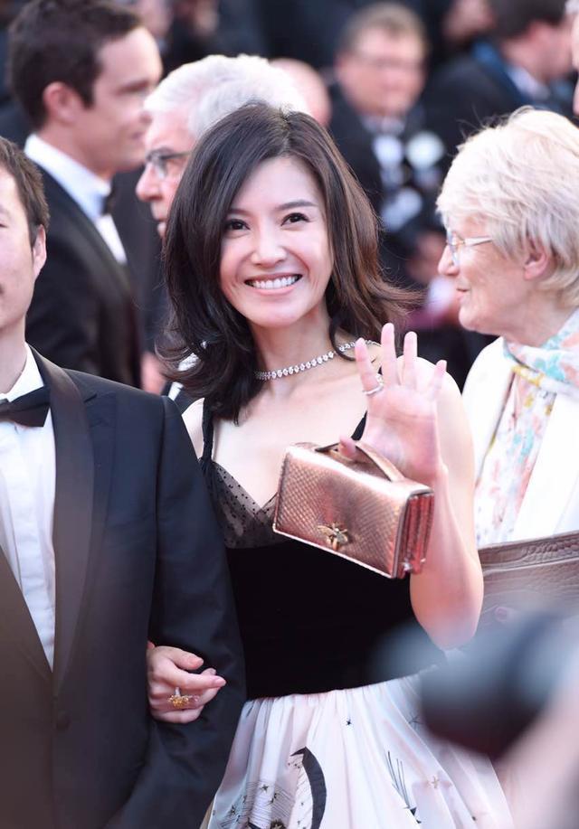 戛纳电影节,中国造型走向世界,不过她的探长最电影神马女星五亿另类图片