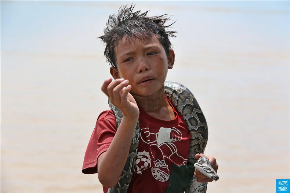 """无房无国籍,洞里萨湖数十万""""水上人家"""" 至今不能上岸生活"""