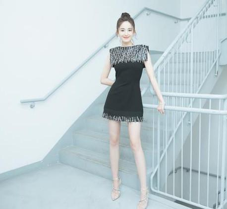 刘亦菲Angelababy江疏影穿同款高跟鞋,都时尚胸摸被性感同性恋美女