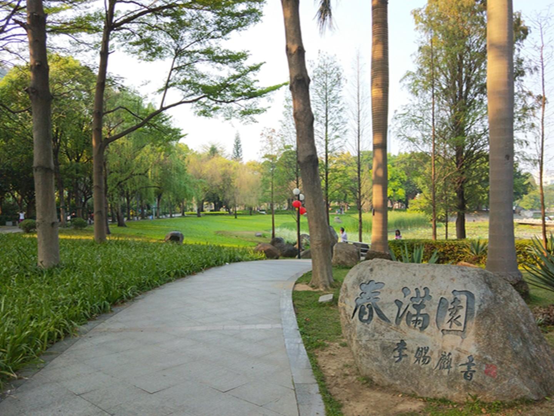 东山湖公园景色,让人感受到春天渲染的来临.