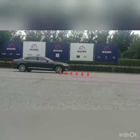 沃尔沃S90 T5版本 加速刹车姿态展示   ?