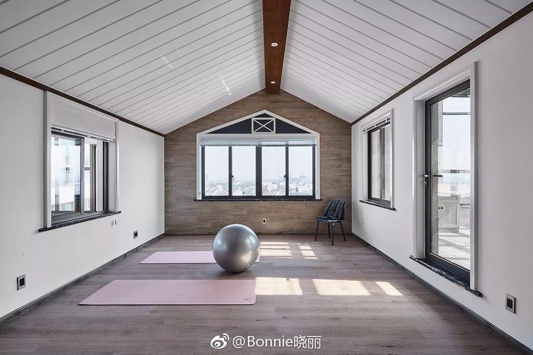 简约风格别墅设计,瑜伽房看着都放松图片