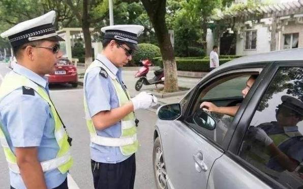 忘带驾照万万不要慌,老司机教你解决方法,就算查到也没关系!