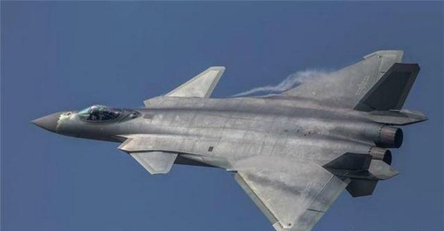 中国空军的歼20,飞一小时耗多少钱,解放军飞行