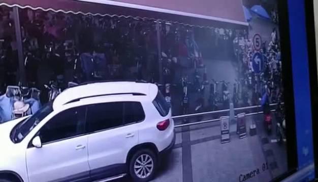 许昌身边事 【许昌女司机车辆失控侧翻 撞坏10辆电动车致1人受伤】7月...