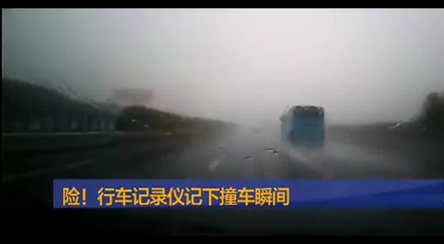 高速公路上的特大车祸  