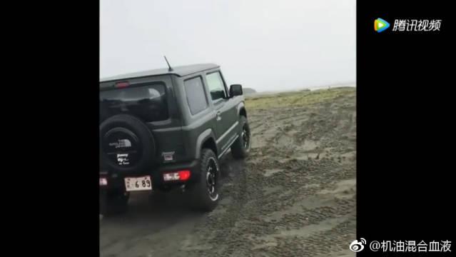 2019款铃木吉姆尼Suzuki Jimny,越野能力强不强,玩砂子出结论!