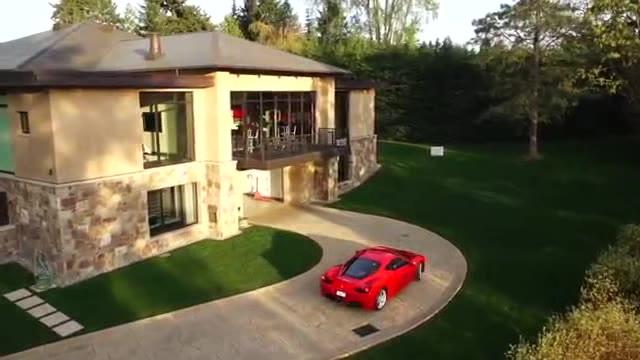 真正的汽车收藏家,都是让豪车住别墅的,  ?