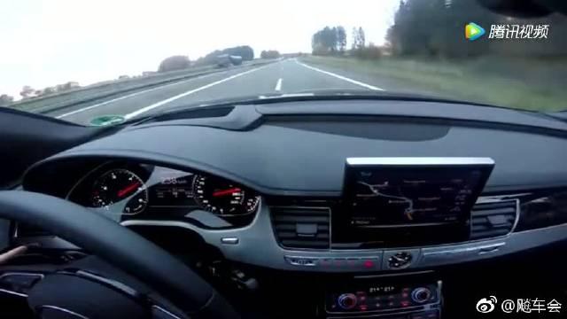 奥迪A8德国高速狂飙,车内静音效果很明显!