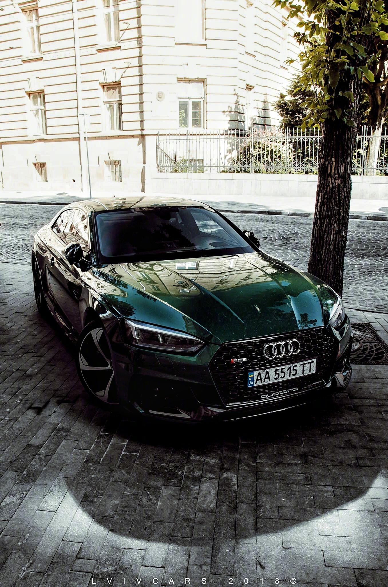 英伦绿色的奥迪RS5