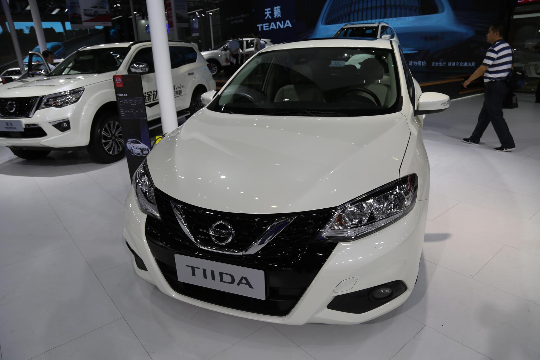 实拍东风日产TIIDA骐达,两厢车标杆,秀出青春活力!