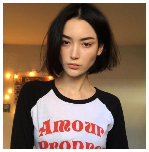 韩国妹子大爱的中短发发型,发尾快到肩膀的短发适合各个年龄层的女性图片
