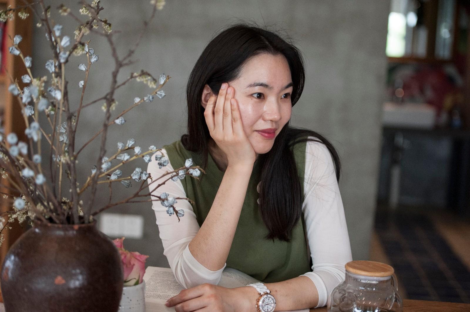 艺术美女性视频_安徽合肥:崔岗艺术村慢趴客栈拍美女
