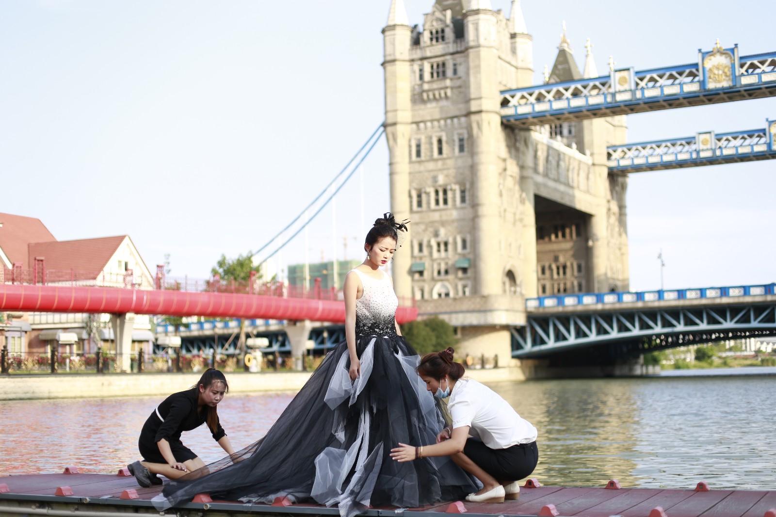 苏州小外滩山寨版伦敦桥拍婚纱的扎堆 年拍摄量可达20图片