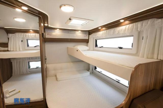 不带拓展仓也有四张床,空间没问题,就是底盘有点老,你怎么看?