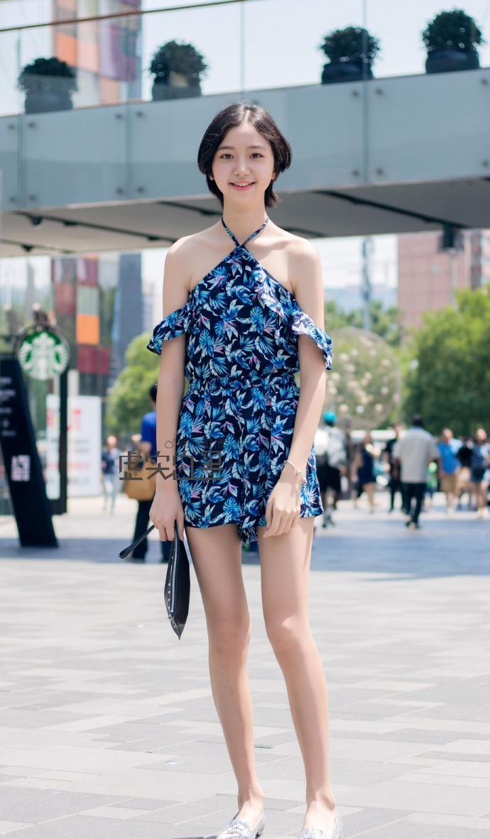重庆美女明星_重庆街拍美女: 仙气满满, 清纯美丽, 比明星漂亮多了
