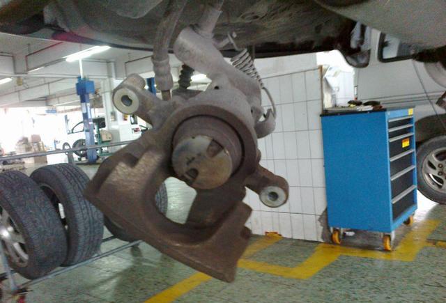 比亚迪F3DM全车刹车片更换注意事项