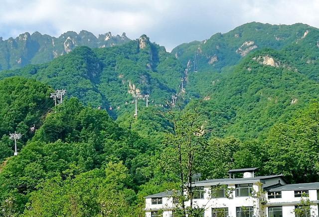 是世界地质公园,国家5a级景区,国家级自然保护区.
