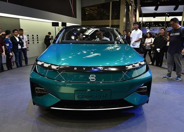 这才是最炫SUV,上车刷脸,中控配49寸巨屏,充一次电跑520公里