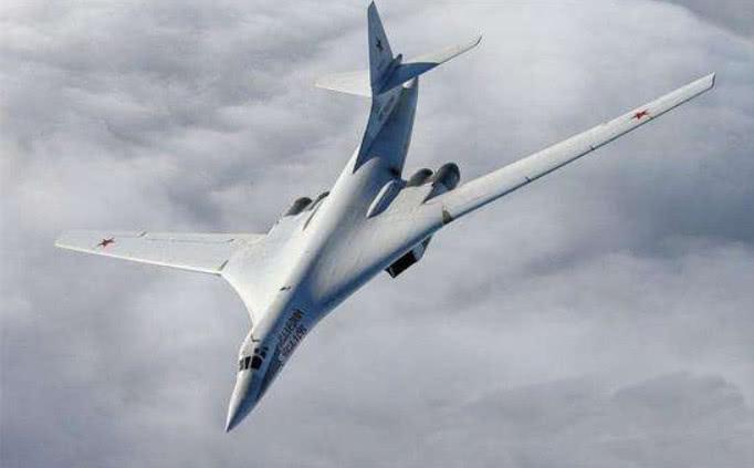 海峡大战即将爆发!大批战舰和轰炸机驰援波斯湾,俄:火力全开!