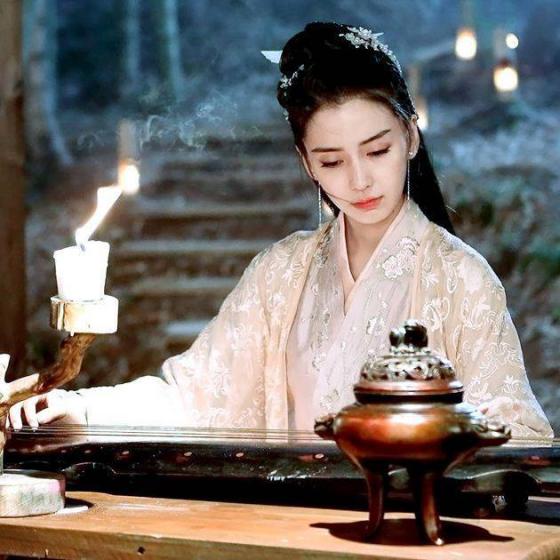 10位抚琴的古装美女,杨幂,刘亦菲仙气缭绕,赵丽颖一脸