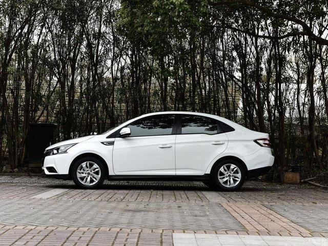 新手入门级轿车,颜值不输卡罗拉,高科技中控,7万起售