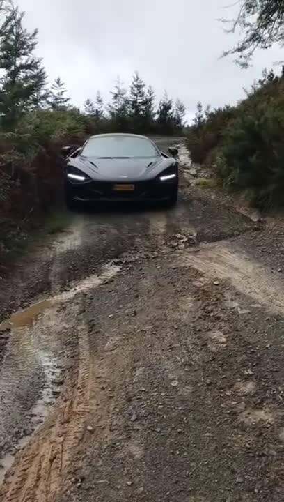 开跑车越野新典范,迈凯伦720S 开启WRC模式,  ?