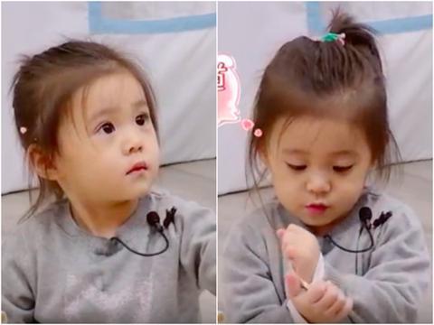 贾静雯生气变脸 女儿咘咘秒变无辜表情超可爱