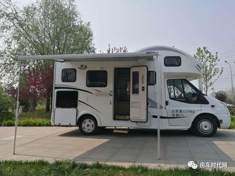 <em>总质量</em>仅3.3吨   北京环达全顺经典款关悦版C型房车售45.8万元