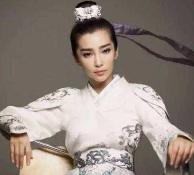 古代女扮男装,刘诗诗帅气,李冰冰英俊,她一直都被人认为是男的