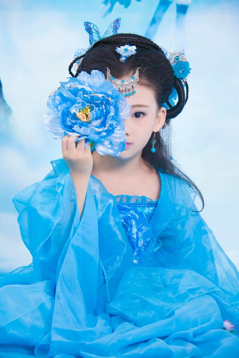 最萌小女孩古装写真 这画风美翻了