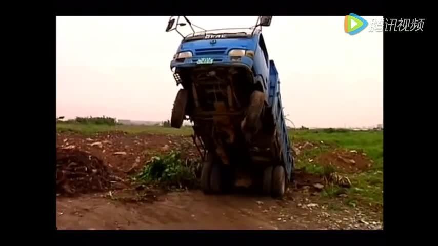 """农用车变身成""""变形金刚"""" 老司机这技术牛了"""