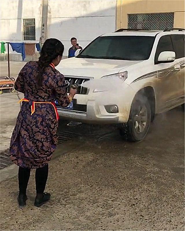 河南一男子开普拉多去越野,结果车子成这样!网友:洗车不存在!
