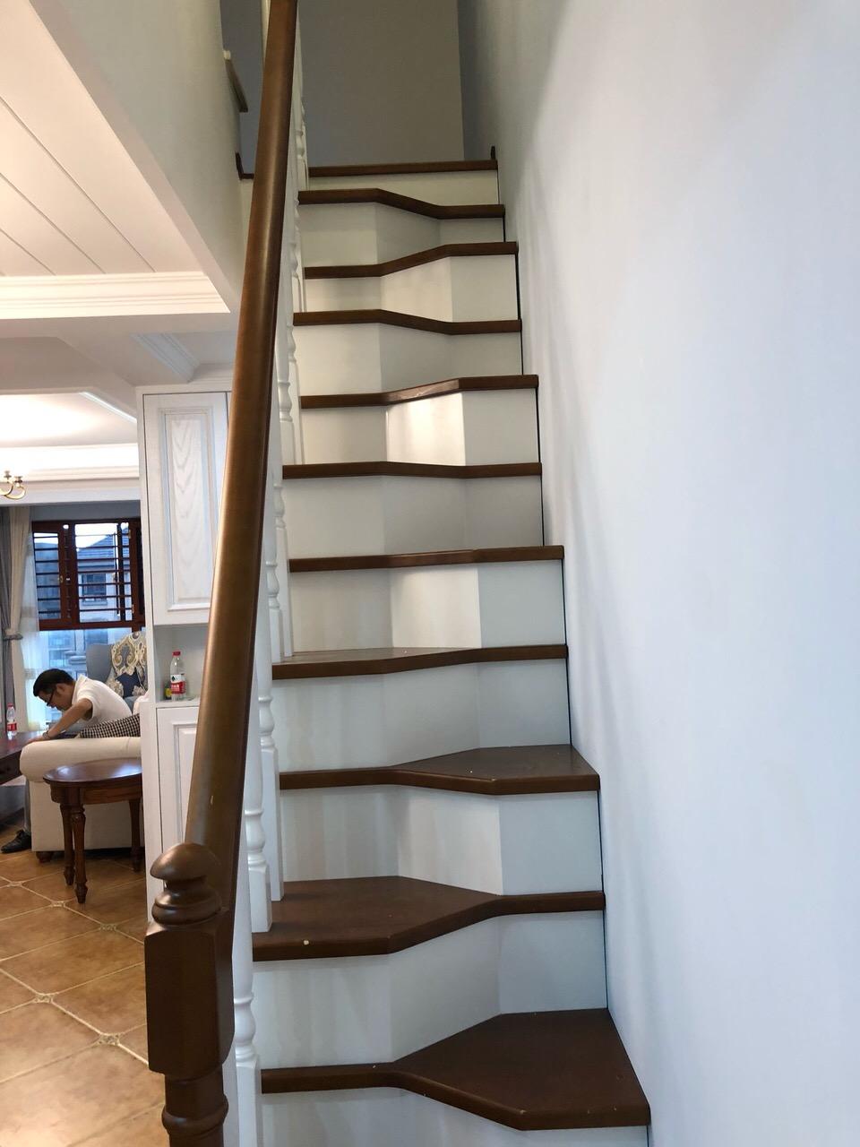 老公不顾反对买顶层带阁楼的房子,装修完工后家人都特