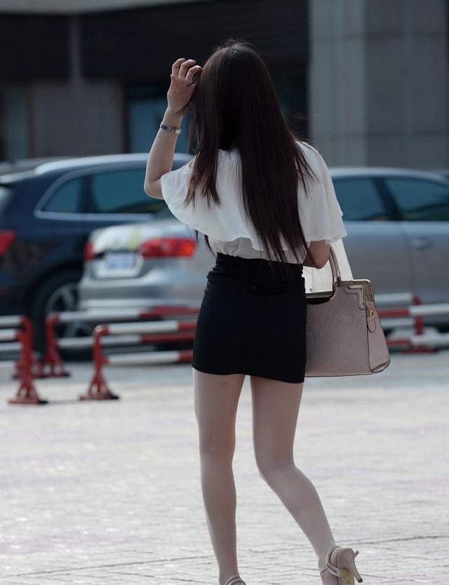 时尚长发美女, 黑色包臀裙搭肉丝高跟鞋不俗气, 穿出夏日小清新图片