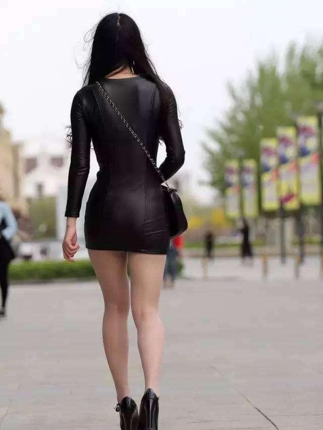 街拍:紧皮裙美女高跟鞋,美女秒杀一片!妞纹身背影大图片