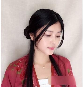 在发髻上插上绢花,适合现代女生自己在家梳的古代女子发型 就成了.