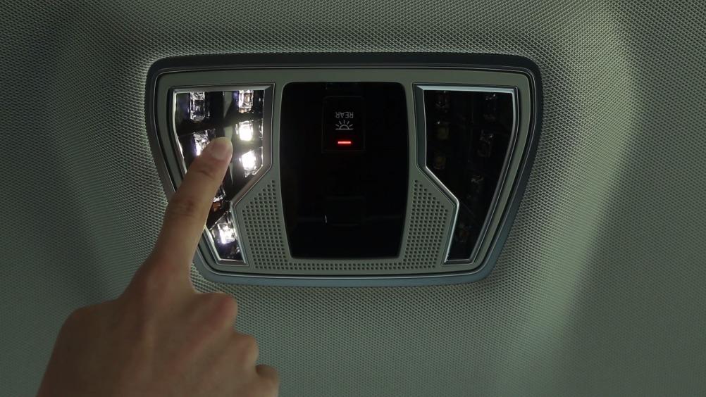 全新奥迪A8L同级独有的LED后排可调节<em>阅读灯</em>为驾乘带来极致的感官体验:...