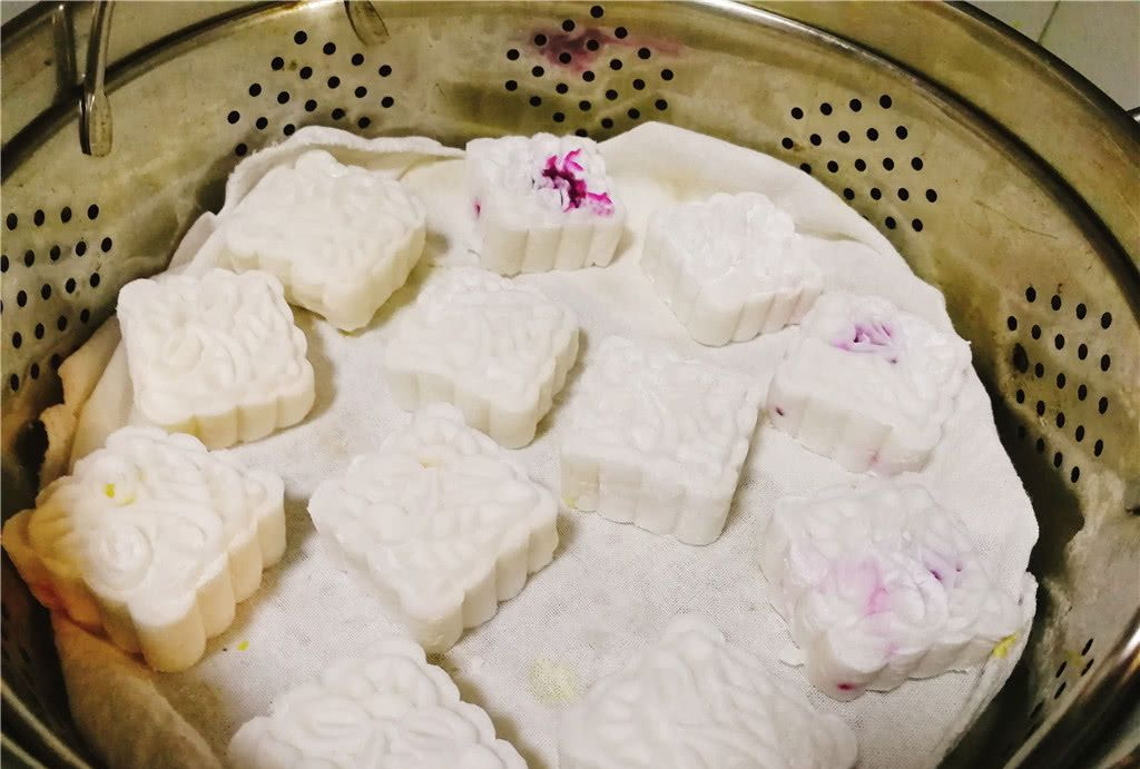 中秋节就要吃水晶月饼,饼皮q弹,馅料香甜,一口蒸锅就搞定