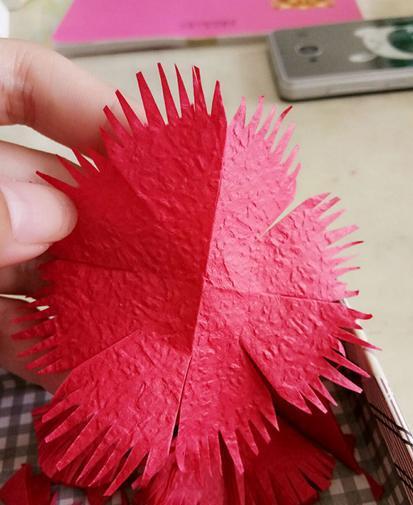 手工制作皱纹纸康乃馨送给她