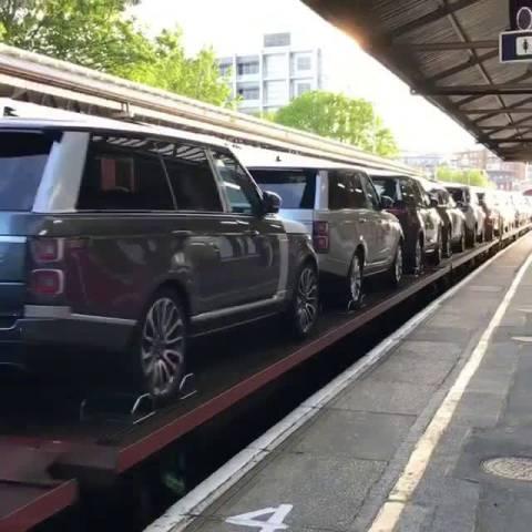 路虎高铁 2018北京车展汽车  ?